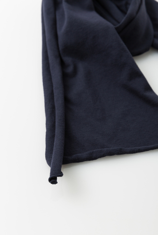 Slim scarf   basic   navy   26123   april 2017   abraham rowe 4