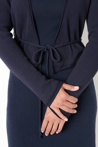 Fitted waffle cardigan with belt   basic   navy   styled   ac 126   march 2019   robert rausch 20