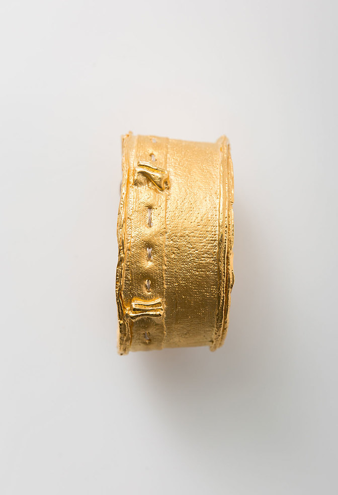 The school of making cast fabric cuff gold