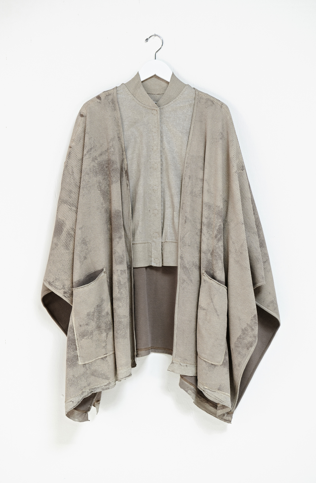 The gilded wrap   kimono wrap   paint rolled   white gold   ac 107   a 917  a 955   september 2019   robert rausch2312